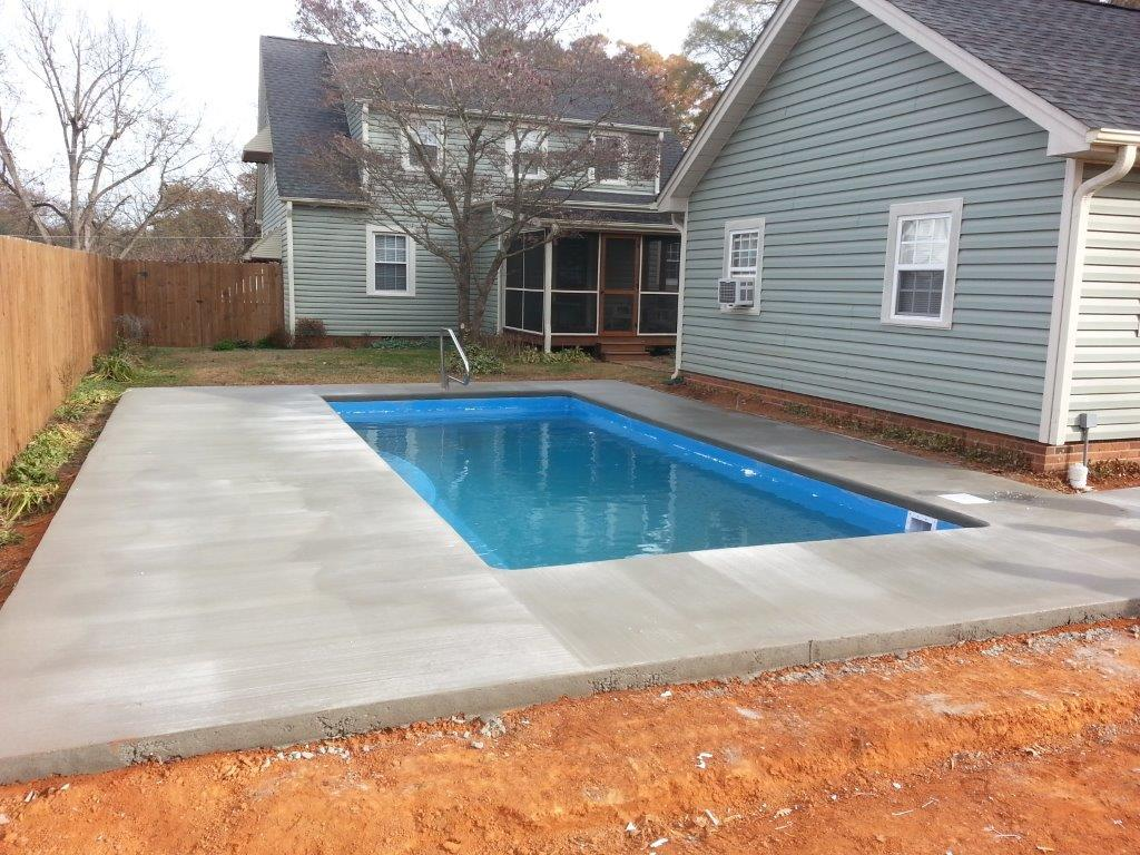 Fiberglass swimming pool installation in burlington nc for Inground pool contractors